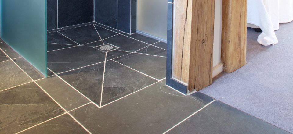 Bathrooms wet rooms ca 39 pietra for Slate wet room